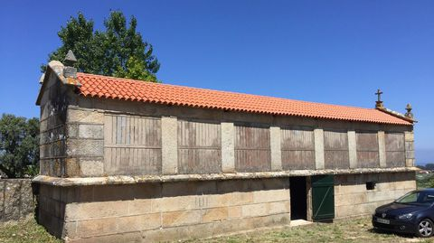 El hórreo, de grandes dimensiones, también fue objeto de restauración
