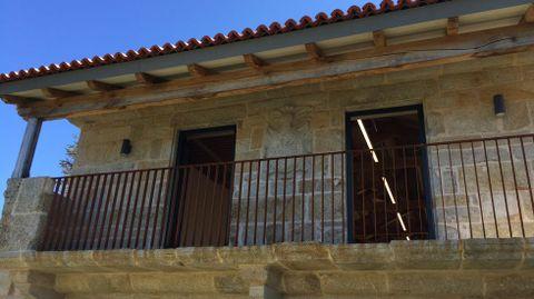 El balcón de la fachada del pazo