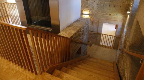 Escaleras de acceso al primer piso