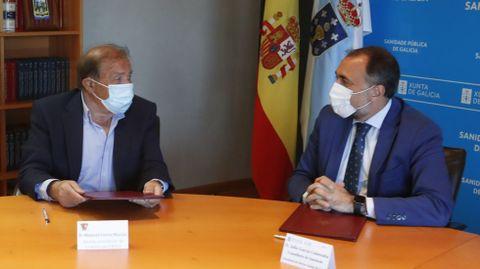 Hace unos días, Manuel Corzo y el conselleiro de Sanidade, Julio García, firmaron un convenio para hacer obras en el centro de salud