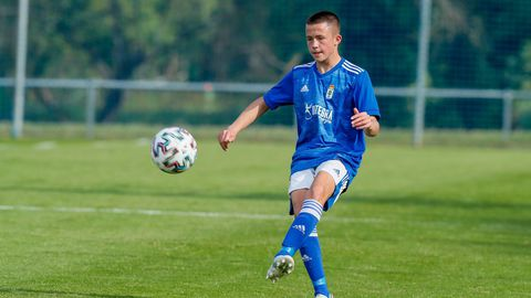Osky, en un partido con el juvenil A del Oviedo