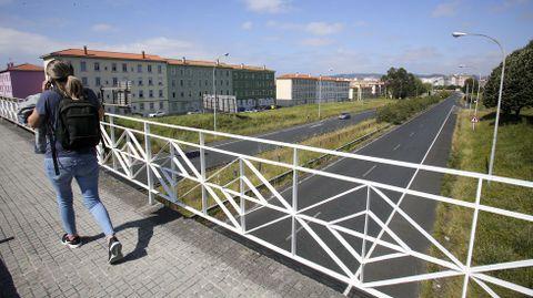 Vista de la avenida de As Pías desde el puente que la sobrevuela y conecta Caranza con la zona de A Gándara.