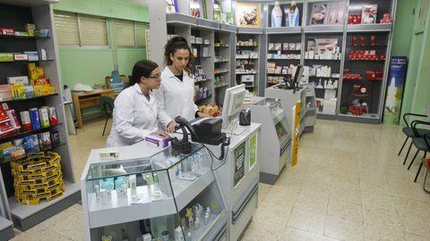 En la imagen, alumnas del ciclo de Farmacia y Parafarmacia del Leixa, que el próximo curso también lo oferta para adultos a distancia