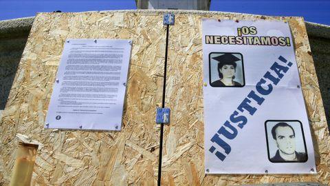 El cartel, frente a los juzgados de Lugo, más de cerca