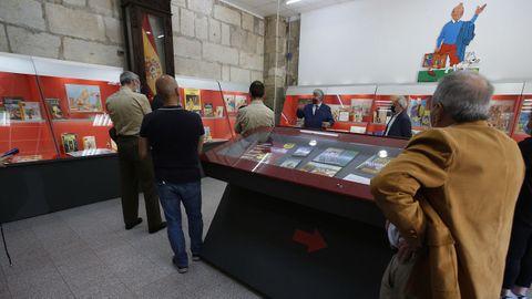 Responsables militares y de la asociación de Amigos del Museo Militar asistieron a la apertura de la muestra