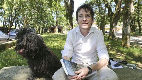 Brendan Shine en O Corgo con su perro