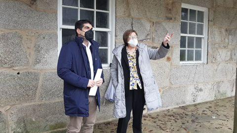 Gabriel Alén, junto a la alcaldesa de Ramirás, Isabel Gil