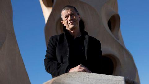 El escritor galo Emmanuel Carrère (París, 1957), retratado en Barcelona en noviembre del 2017.