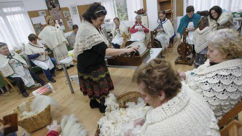 Hilanderas de Cabanas Rural Asociación de Mulleres, en un encuentro en Lavandeira
