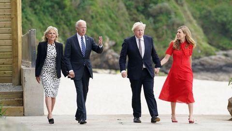 Joe Biden, su esposa, Jill Biden, Boris Johnson y su mujer, Carrie Symonds, dieron un paseo por la localidad de Carbis