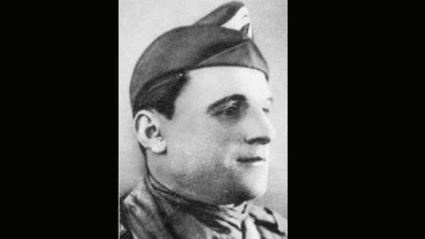 Alfred Woiznik, con uniforme de las fuerzas francesas libres y conocido como Coronel Maxine o Max Brings. Fue combatiente en España durante la Guerra Civil