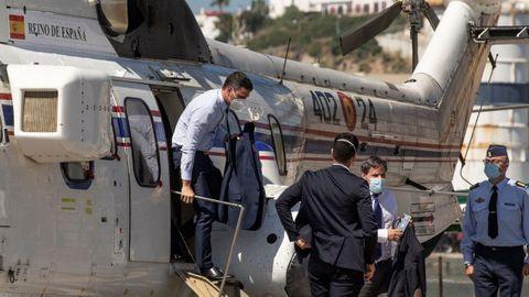 Pedro Sánchez fue increpado por un grupo de personas a su llegada al helipuerto de Ceuta.