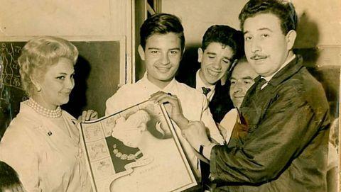Antonio Sánchez cuando recibió el diploma como peluquero