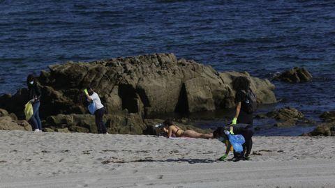 Los usuarios podrán tener educación medioambiental todas las mañanas en la Playa de Riazor.