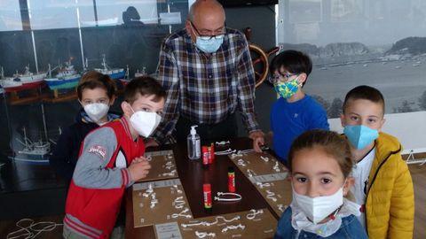 Los escolares aprendieron de la mano de tres directivos y de la técnica del museo