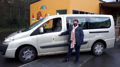 Uno de los vehículos que cubren el servicio de transporte escolar en el municipio de Folgoso do Courel
