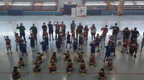 Clausura del baby basket en Xinzo .Equipos de cuatro clubs participaron en la despedida del curso
