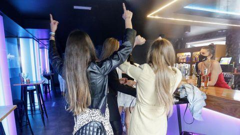 Los primeros bailes en el pub Anagrama de Lugo