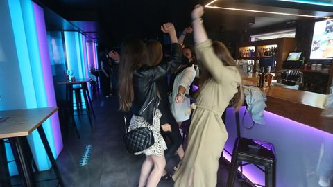 «Nos habíamos olvidado de cómo se baila», exclamó una chica en el pub lucense Anagrama