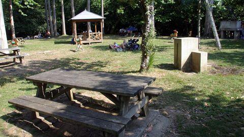 La de Pedroso es una de las zonas recreativas más concurridas y con más servicios de Narón