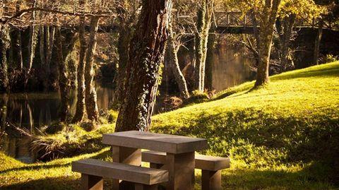 Los  bosques del río Sor, en Mañón, custodian rutas para todos los niveles. Ponte Segade es un buen punto para reponer fuerzas