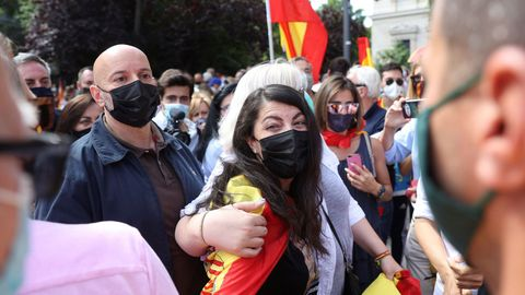 La diputada de Vox, Macarena Olona, asiste a la concentración