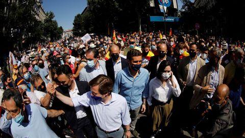 El presidente del PP, Pablo Casado, el alcalde de Madrid, José Luis Martínez Almeida, y la presidenta de la Comunidad de Madrid, Isabel Díaz Ayuso, participan este domingo en la concentración