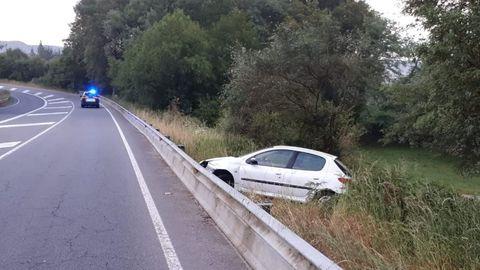 Salida de vía en la LU-530 (Lugo - A Fonsagrada ), término municipal Castroverde