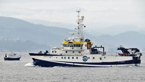 El Ángeles Alvariño pudo verse navegando en aguas de A Mariña a finales del pasado mes de abril, momento al que corresponde la imagen