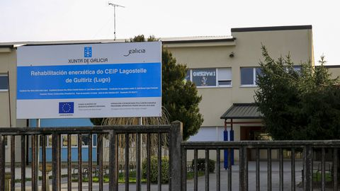 Exterior del colegio de Lagostelle
