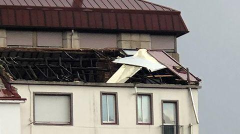 Temporal en Ourense.Un edificio perdió parte del tejado, en As Lagoas