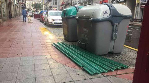Temporal en Ourense.Chapas caídas en Curros Enríquez y Manuel Pereira