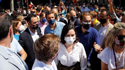 Ayuso fue la más vitoreada en la concentración contra los indultos del «procés»