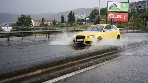 Uno de los accesos a la ciudad, inundado