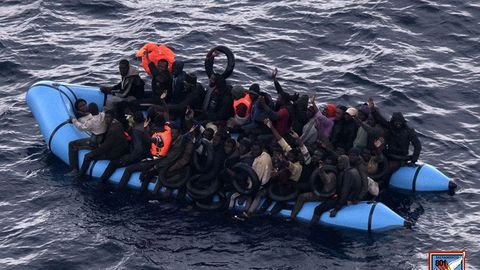 Inmigrantes en una balsa, en una imagen de archivo