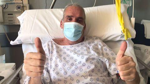 Ángel Grande, de 56 años, en su habitación de planta del hospital Montecelo, en Pontevedra, centro donde ingresó el 2 de febrero