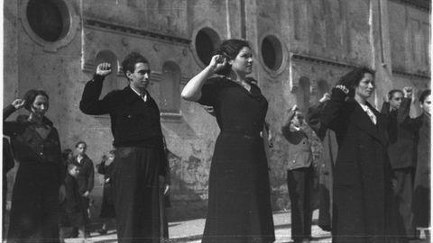 El filme se apoya principalmente en la colección de fotografías tomadas por Constantino Suárez