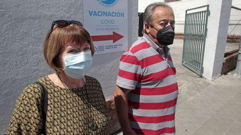 Isabel y Santiago, este lunes justo después de ser vacunados