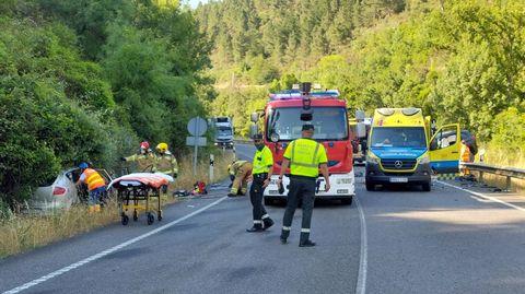Momento de la evacuación de los heridos por los servicios de emergencias