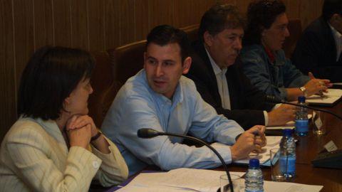 José Antonio García, entonces alcalde por Iniciativa Galega, con la edil Sabela Caldas en el pleno donde interrumpieron los vecinos