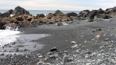 Praia de area negra de Teixidelo