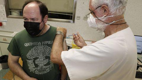 Imagen de la campaña de vacunación en el hospital de Burela