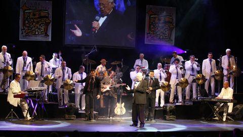 La orquesta Los Satélites en su celebración de los 70 años en el Teatro Colón.