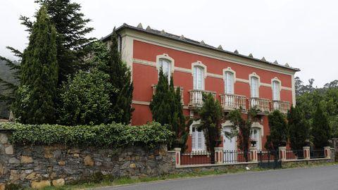 Casa indiana situada en A Feira de Galdo, en Viveiro, que también está a la venta