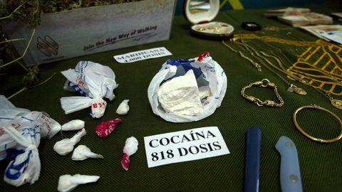 Drogas y efectos intervenidos en un operativo policial del 2003