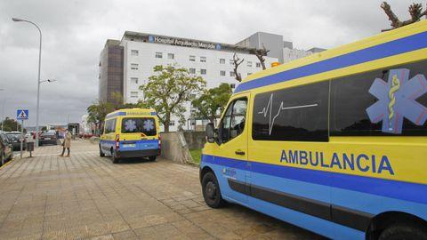 Ambulancias ante el CHUF