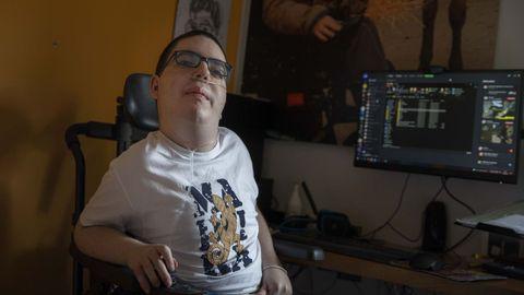 Lucas Morán, que hizo la selectividad en su casa de Ordes, es muy bueno con los ordenadores. Tal vez enfoque sus estudios hacia la informática, aunque todavía no ha decidido qué hacer