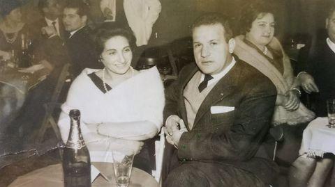 Aquilino Gómez, con su esposa Jesusa Fernández, en una cena de fin de año