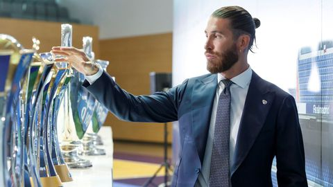 Ramos, en el acto de despedida del Madrid de este jueves, con algunos de los trofeos que ganó
