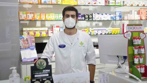 Diego, empleado en la farmacia Areal
